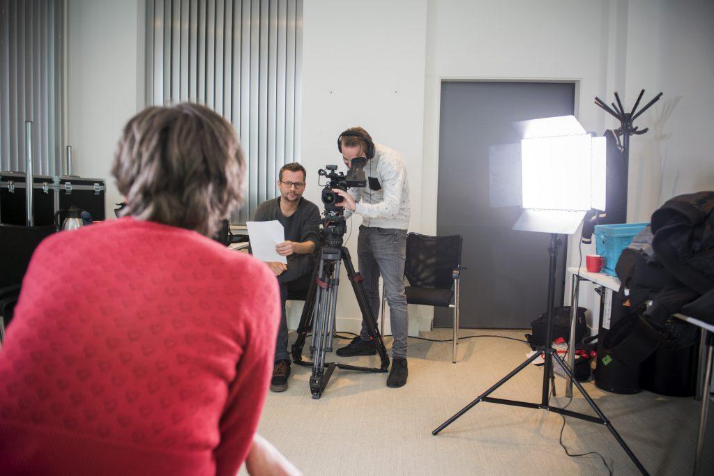We nemen een filmpje op met Schoolschrijver Anneke Scholtens, voor de eerste pilot van ons modulair digitaal aanbod.