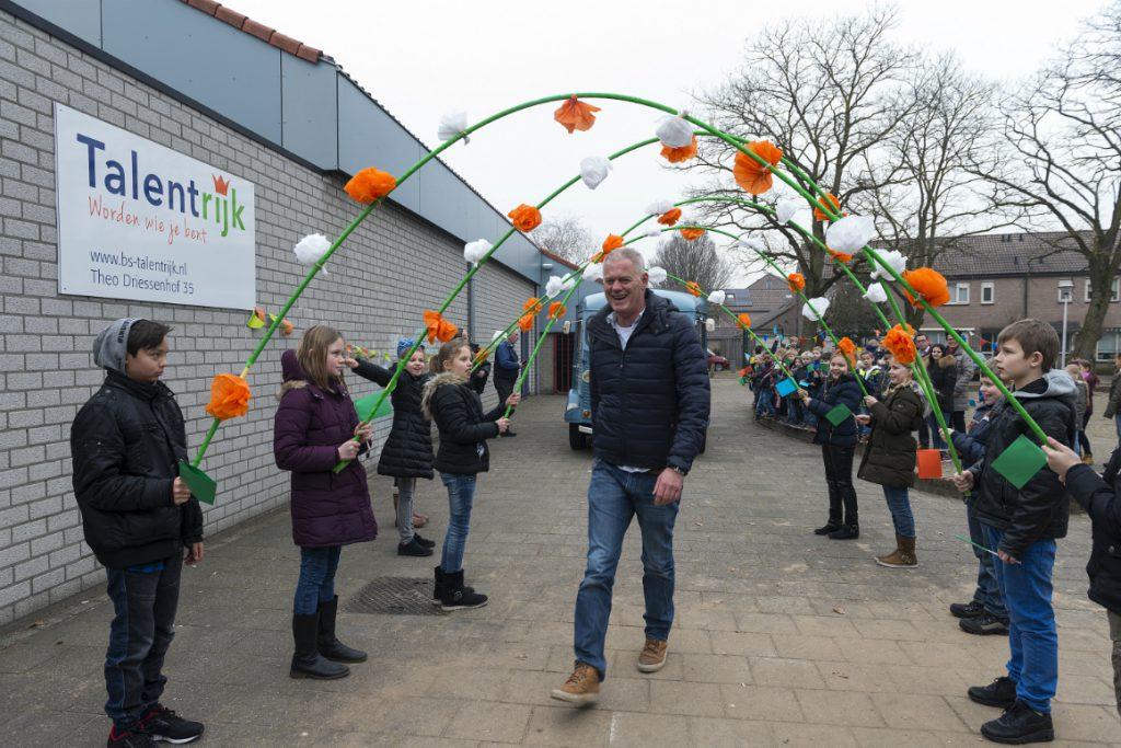 Jorgen Hofmans komt aan op Daltonschool Talentrijk in Helmond - foto Boyd Smitth Photo.