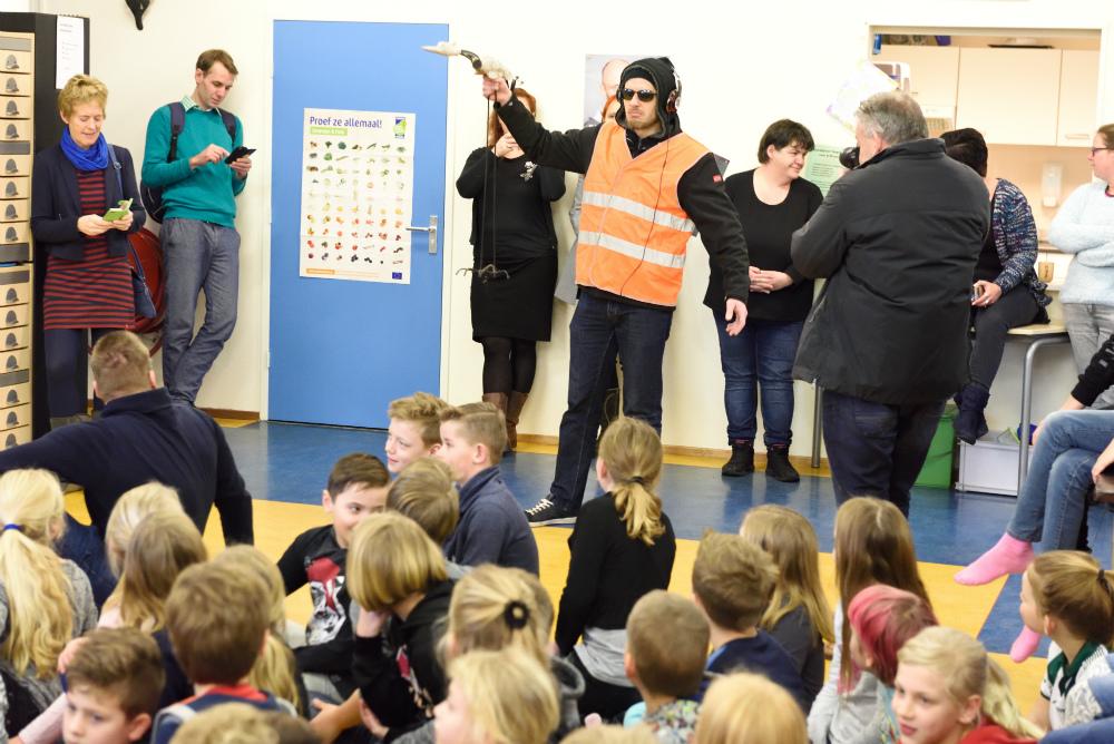 Wildervank in verwarring: Is dat nou Schoolschrijver Pieter Koolwijk?